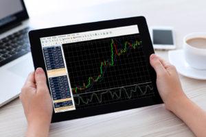 Cómo invertir durante una recesión: inversiones y estrategia
